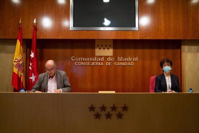 El viceconsejero de Salud Pública y Plan COVID-19 de la Comunidad de Madrid, Antonio Zapatero, y la directora general de Salud Pública, Elena Andradas, intervienen durante una rueda de prensa convocada ante los medios, en Madrid, (España), a 12 de febrero