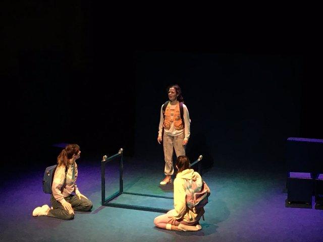 Queralt Casasayas, Nuri Santaló i Bàrbara Roig interpreten 'Les croquetes oblidades' a la Sala Beckett