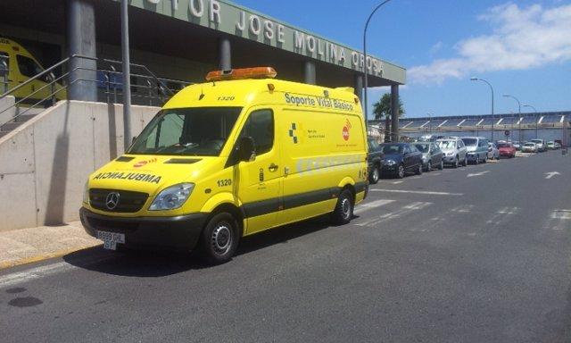 Ambulancia del SUC en el Hospital Doctor José Molina Orosa en Lanzarote