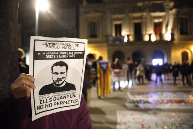 Concentración para pedir la manifestación del rapero condenado a prisión Pablo Hasel en Barcelona