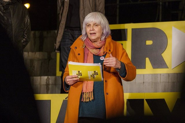 La candidata de la CUP a la Presidència de la Generalitat, Dolors Sabater, en l'acte final de campanya des de Badalona