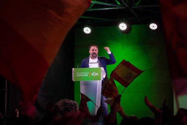 El líder de Vox, Santiago Abascal, en el tancament de campanya del partit de les eleccions catalanes del 14 de febrer de 2121 a la plaça Artós de Barcelona