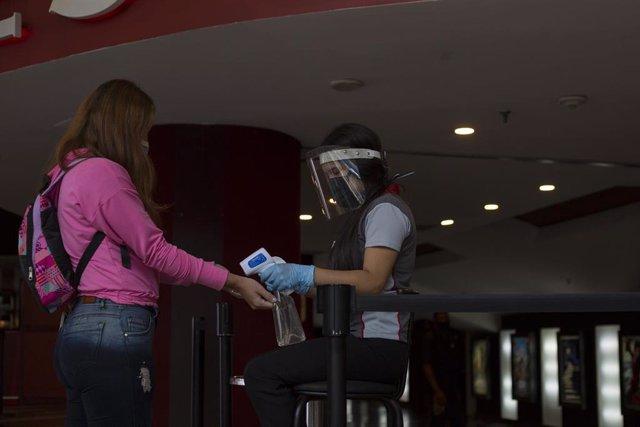 Control de temperatura en un cine de Caracas.