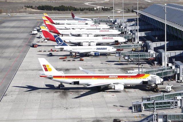 Aviones aparcados en el aeropuerto Adolfo Suárez Madrid-Barajas