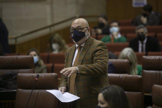El portavoz del grupo parlamentario de Vox, Alejandro Hernández, en una imagen del 11 de febrero.