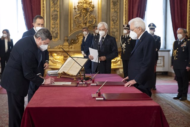 HANDOUT - 13 February 2021, Italy, Rome: Italian Prime Minister Mario Draghi (L) takes an oath before Italian President Sergio Mattarella (R) during a swearing-in ceremony at the Quirinale Presidential Palace. Photo: -/Italian Presidency /dpa
