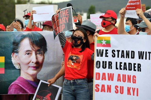 Protesta contra la junta militar a Birmània