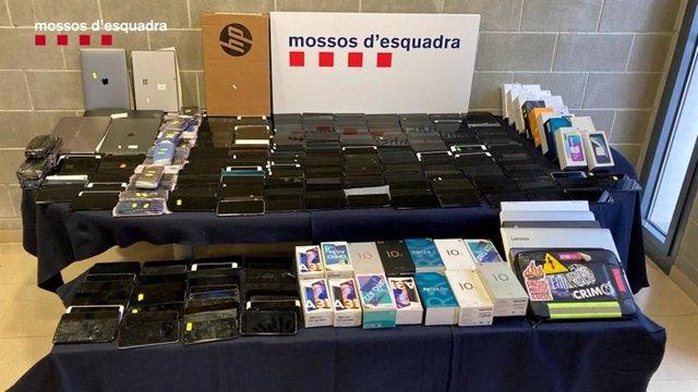 Dispositius electrònics robats i amagats a Abrera (Barcelona)