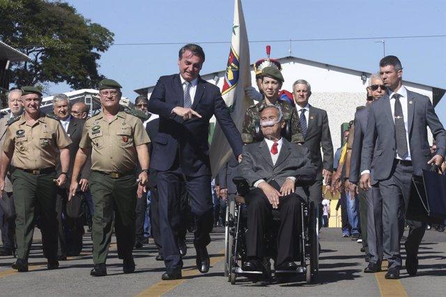 El president brasiler, Jair Bolsonaro, al costat del general retirat Eduardo Viles Boes