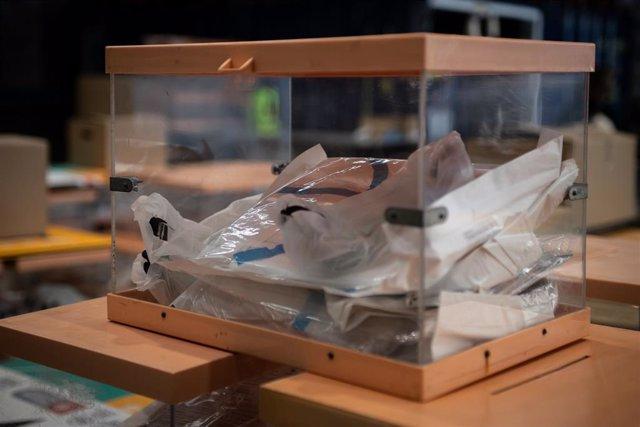 Material electoral per a les properes eleccions de Catalunya en un magatzem de l'Ajuntament de Barcelona