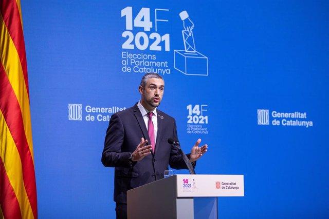 El conseller d'Acció Exterior, Relacions Institucionals i Transparència de la Generalitat, Bernat Solé, en roda de premsa des del Parlament