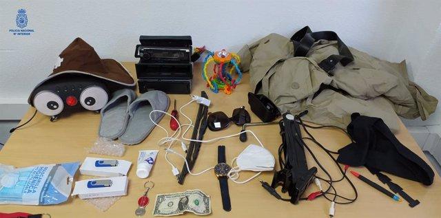 Objetos incautados por los agentes a los detenidos.