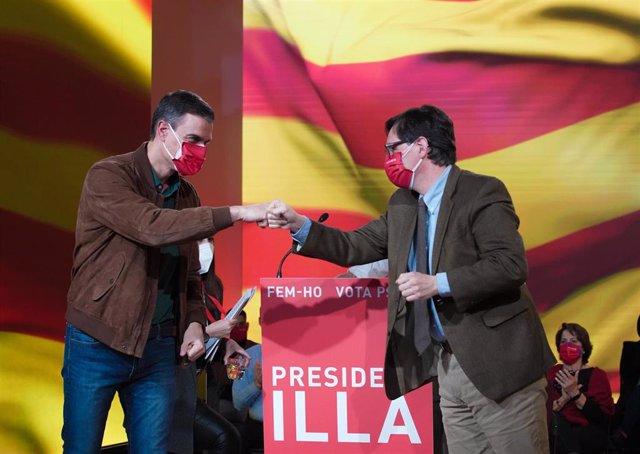 El presidente del Gobierno, Pedro Sánchez, y el candidato socialista a las elecciones catalanas, Salvador Illa, en el cierre de campaña para los comicios del 14 de febrero de 2021.