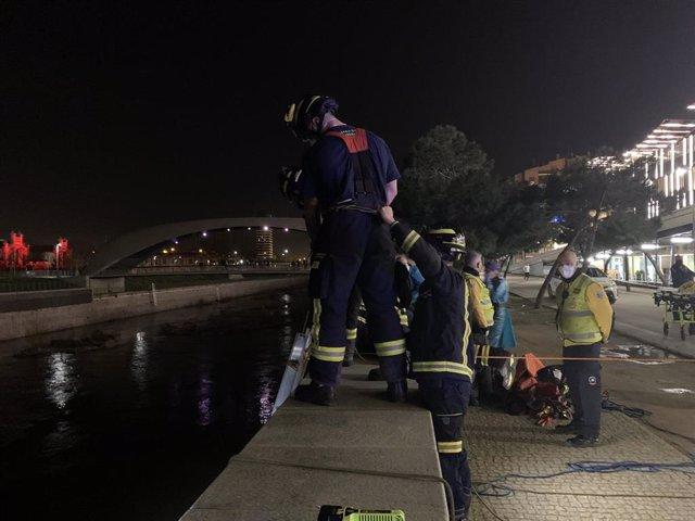 Rescate de un hombre tras caer al río Manzanares