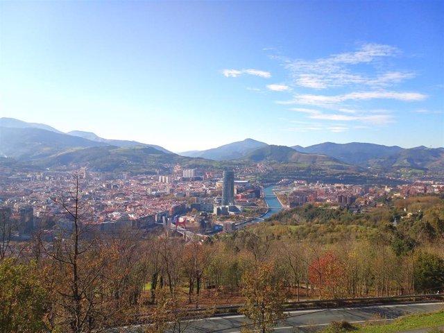 Vista general de Bilbao con tiempo soleado