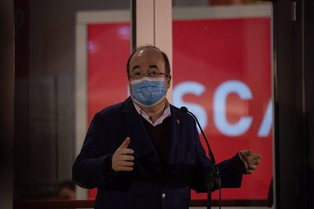 El primer secretari del PSC i ministre de Política Territorial, Miquel Iceta, ofereix una roda de premsa a la seu del seu partit abans del tancament dels col·legis electorals. Barcelona, Catalunya (Espanya), 14 de febrer del 2021.