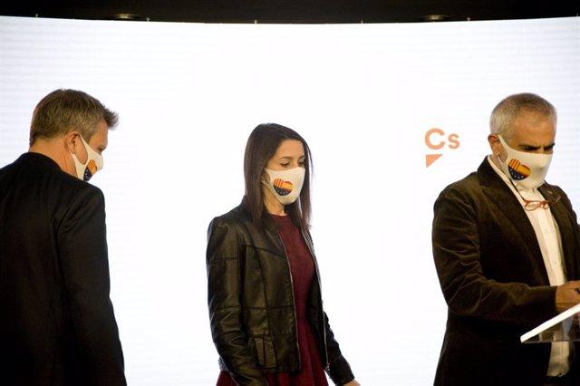 El líder de Cs a Catalunya, Carlos Carrizosa, i la presidenta de Cs, Inés Arrimadas, en la nit electoral del 14-F a Barcelona.