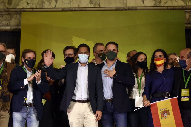 El líder de Vox, Santiago Abascal, i el candidat de Vox a la presidència de la Generalitat, Ignacio Garriga