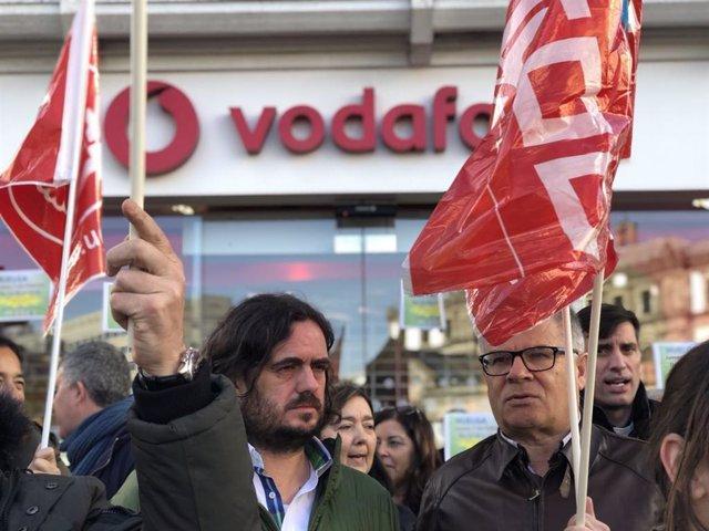 Manuel Lago, a la derecha, en una imagen de archivo cuando era diputado de En Marea-Podemos