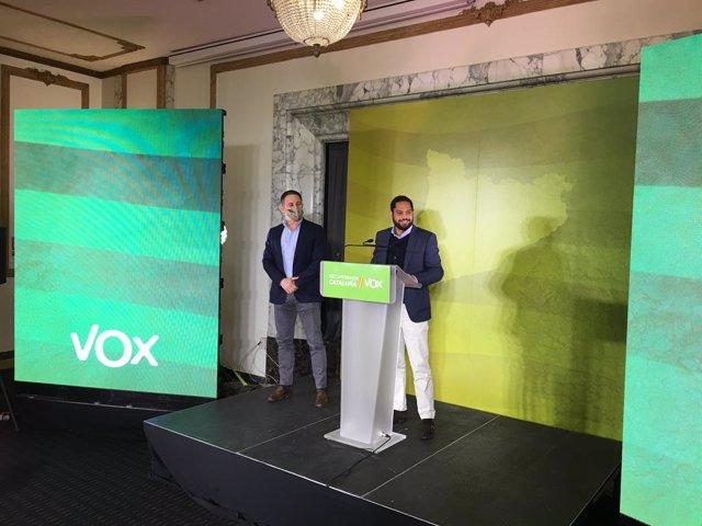 El president de Vox, Santiago Abascal, i el candidat a les eleccions del 14-F, Ignacio Garriga, en una roda de premsa a Barcelona