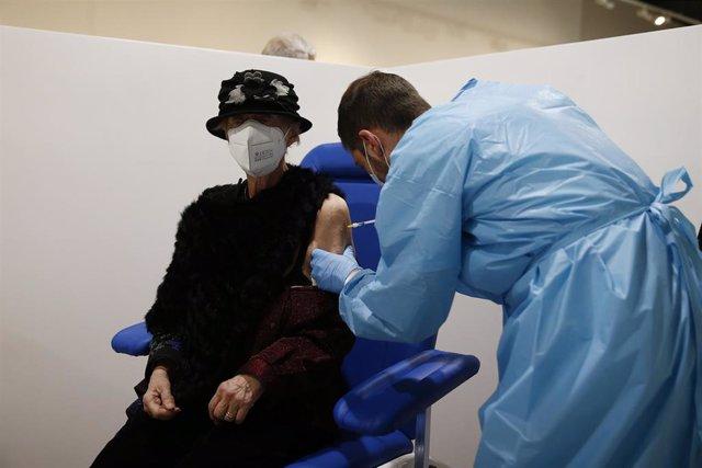 15 February 2021, Italy, Rome: A woman receives a dose of Pfizer/BioNTech coronavirus (COVID-19) vaccine at a new Covid-19 vaccination centre in the Auditorium Concert Hall. Photo: Cecilia Fabiano/LaPresse via ZUMA Press/dpa