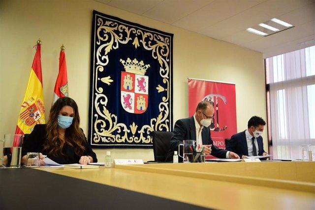 Reunión del Comité Científico del V centenario comunero, presidido por Luis Fuentes.