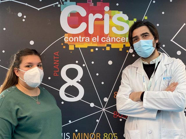 Silvia mama de Daniela con el Dr Antonio Pérez