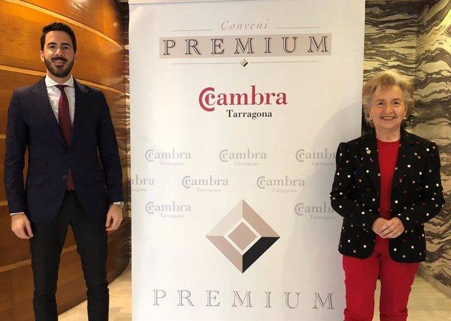 La presidenta de la Cambra de Tarragona, Laura Roigé, i el soci d'ETL Global ADD i director de les oficines de Tarragona i Salou, Arnau Farré.