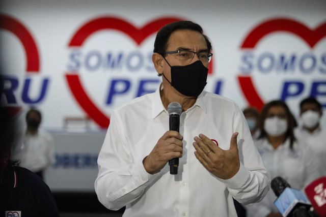 El expresidente de Perú Martín Vizcarra en un acto político de cara a su candidatura al Parlamento.