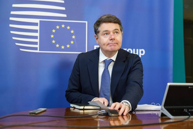 HANDOUT - 15 February 2021, Ireland, Dublin: Eurogroup President and Irish Finance Minister Paschal Donohoe attends a virtual Eurogroup meeting with European Commissioner for Economy Paolo Gentiloni, from his office in Dublin. Photo: Barry Cronin/European