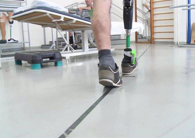 La prótesis de pierna que estimula los nervios mejora el movimiento y la funcionalidad en amputados.