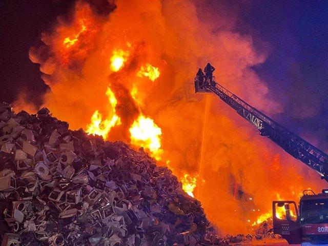 Incendio de una chatarrería en Leganés