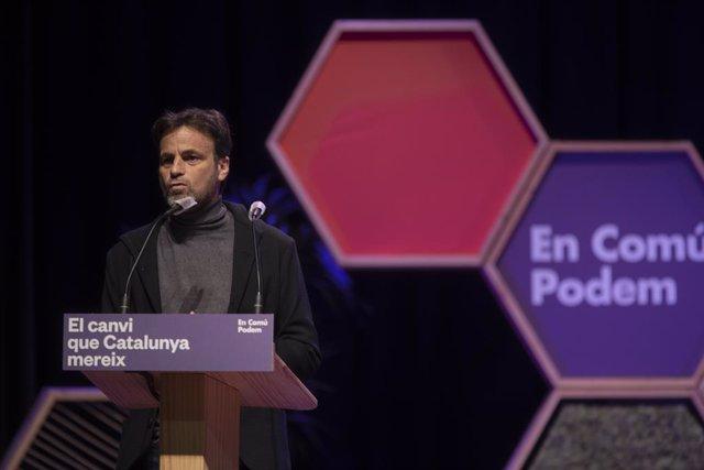 El presidente del grupo de Unidas Podemos en el Congreso, Jaume Asens, interviene durante un acto de En Comú Podem el último día de la campaña electoral del 14-F, en el Casino L'Aliança del Poblenou, Barcelona, Catalunya (España), a 12 de febrero de 2021.