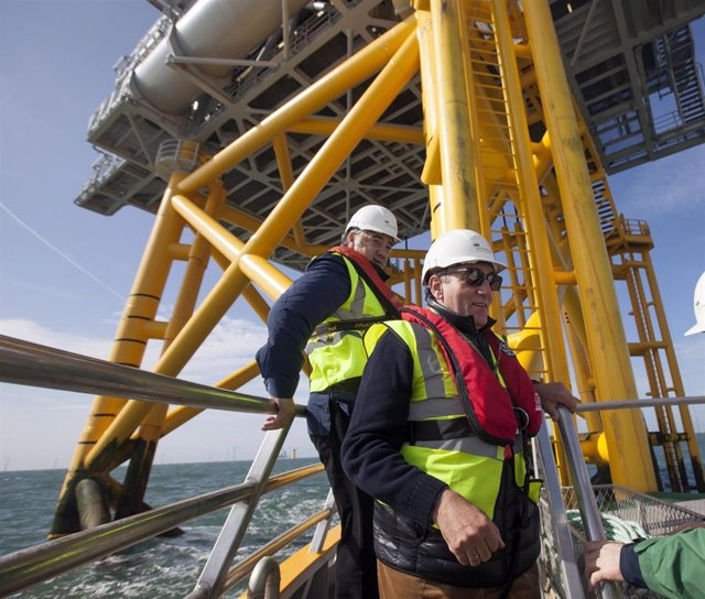 El presidente de Iberdrola, Ignacio Galán, en el parque eólico marino de West of Duddon Sands