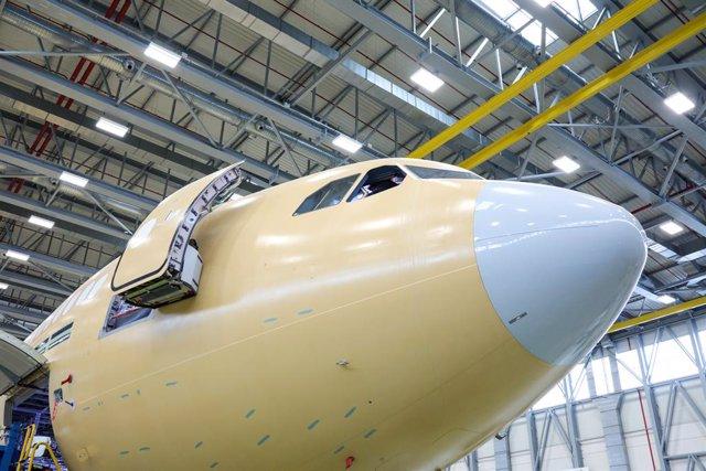 Un avión de la Compañía Airbus en la planta de Airbus en Getafe, en Madrid.