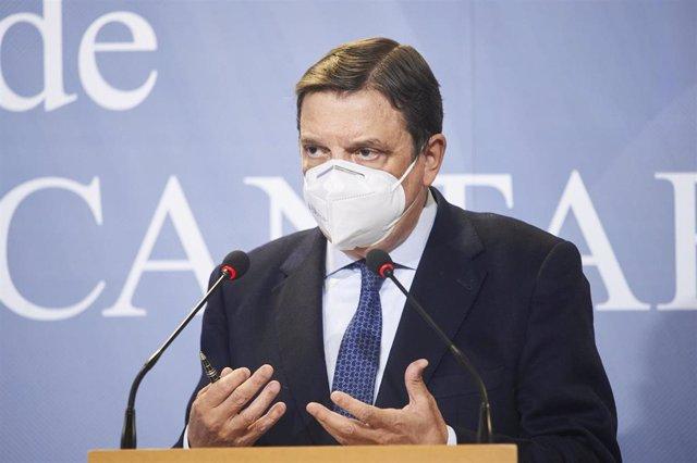 El ministro de Agricultura, Luis Planas, interviene en una rueda de prensa