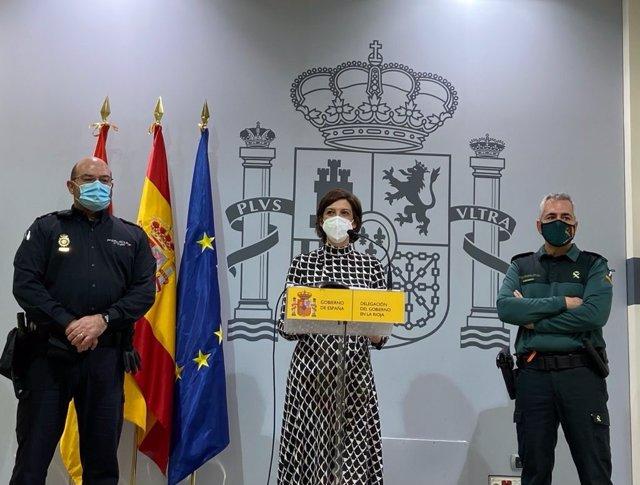La delegada del Gobierno en La Rioja, María Marrodán, junto al delegado de Participación Ciudadana de la Policía Nacional, Guillermo Serrano, y el portavoz de la Guardia Civil, Miguel Ángel Sáenz