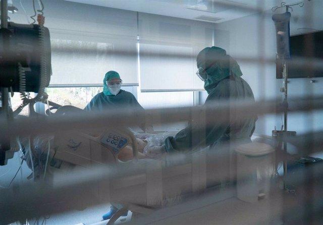 Atendiendo a un paciente Covid-19