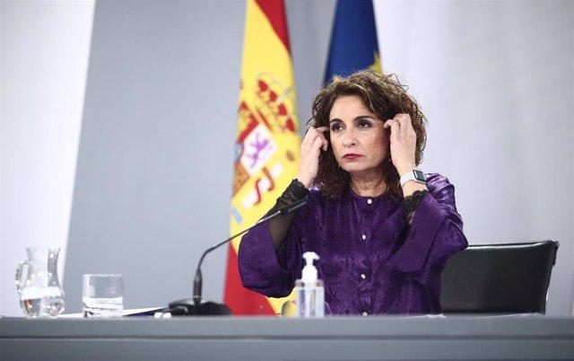 La ministra portavoz y de Hacienda, María Jesús Montero, interviene durante una rueda de prensa posterior al Consejo de Ministros en Moncloa, Madrid (España), a 9 de febrero de 2021.