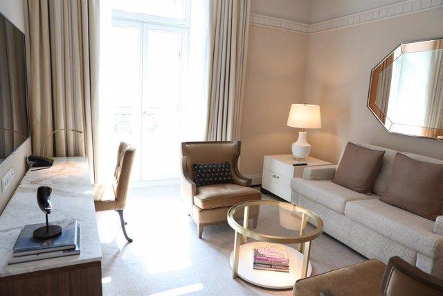 Interior de una habitación del hotel Four Seasons Madrid, ubicado en el Centro Canalejas, en Madrid (España), a 15 de septiembre de 2020.