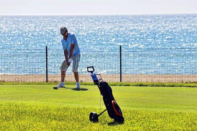 Golf.- El golf español presenta un protocolo para la práctica recreacional de forma segura cuando haya permiso sanitario