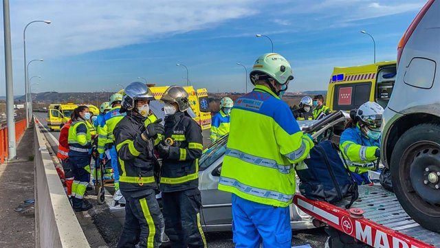 Muere un gruísta y un chófer de VTC está grave tras ser atropellados por un vehículo en la M-45