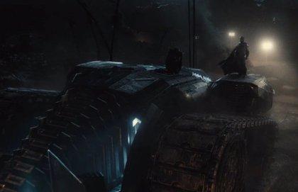 Así es el monstruoso Batmóvil de Ben Affleck en Liga de la Justicia de Zack Snyder