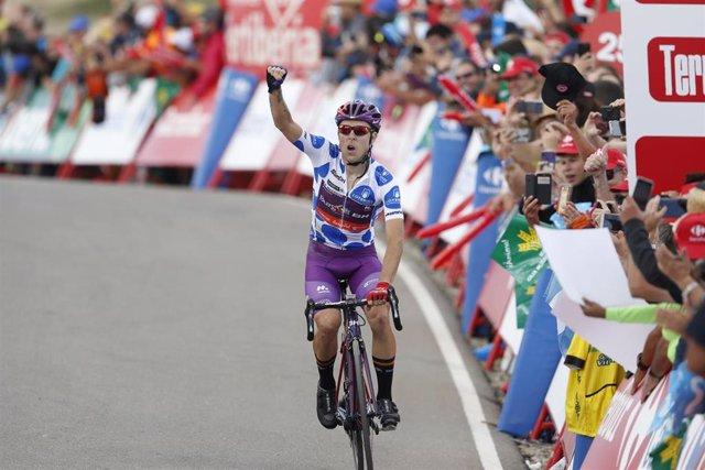 Angel Madrazo, del Burgos BH, celebra su victoria en una etapa de la Vuelta 2019