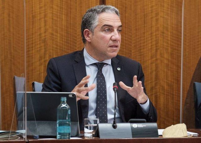 El consejero de la Presidencia, Administración Pública e Interior de la Junta de Andalucía, Elías Bendodo, comparece en comisión parlamentaria.
