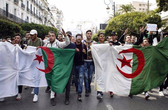 Manifestación en Argel contra el presidente de Argelia, Abdelaziz Buteflika