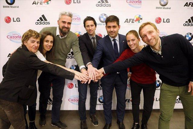Rubén Alcaine, Juanjo Martínez y David Aganzo tras la firma del Convenio Colectivo para el fútbol femenino