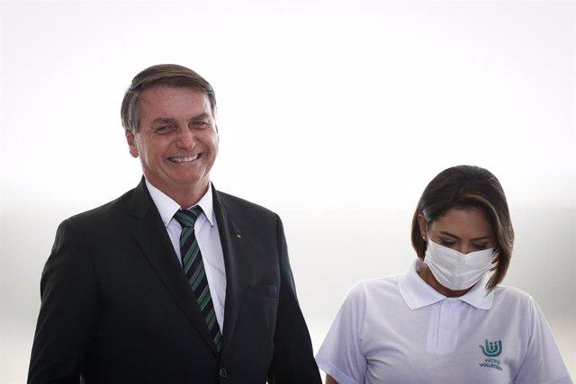 El presidente de Brasil, Jair Bolsonaro, y la primeira dama, Michele Bolsonaro.