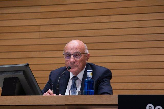El presidente de Banco Sabadell, Josep Oliu, en la rueda de prensa de los resultados correspondientes al cuarto trimestre de 2020.