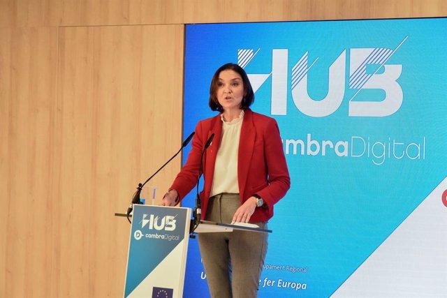 La ministra d'Indústria, Comerç i Turisme, Reyes Maroto, intervé durant la inauguració de l'Hub Cambra Digital de la Càmera de Barcelona, a Barcelona, Catalunya (Espanya), a 16 de febrer de 2021.